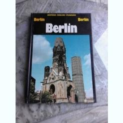 BERLIN, CARTE FOTOGRAFIE  (TEXT IN LIMBA GERMANA SI ENGLEZA)