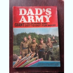 DAD'S ARMY, GIANT COLOURING AND DOT TO DOT FUN BOOK, 1971  (CARTE DE COLORAT)