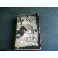 LE MIROIR AUX ESPIONS - JOHN LE CARRE   (CARTE IN LIMBA FRANCEZA)